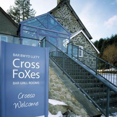 Cross Foxes - Bar Grill Rooms