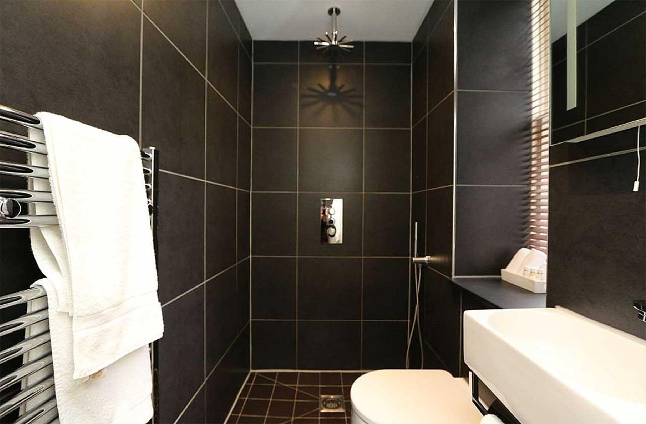 Bryn Mair House Bathroom
