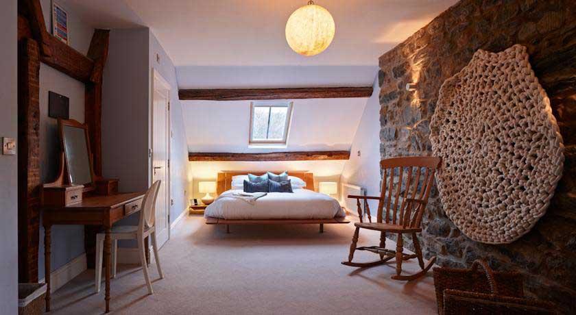 Cross Foxes Bedroom 2