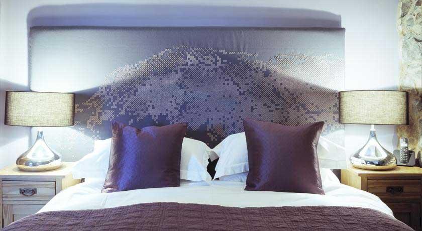 Cross Foxes Bedroom 1